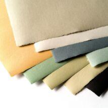 9 darab különböző színű Hahnemühle Ingres papír egymásra pakolva legyezőszerűen